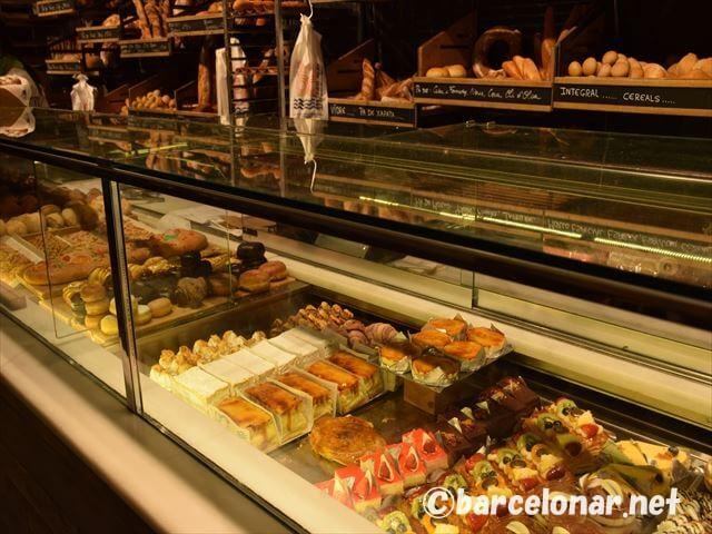バルセロナのおすすめビーチ・バダロナ観光・カフェとケーキ
