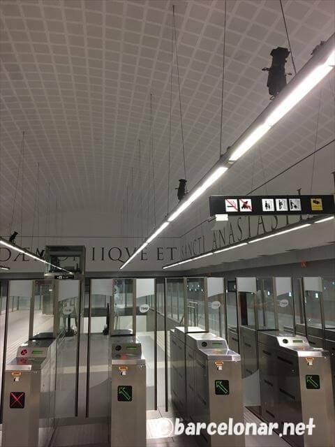 バダロナの最寄り駅・バルセロナのメトロ