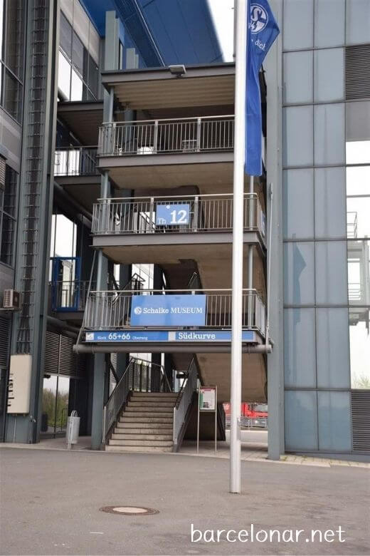 シャルケスタジアムツアーの集合場所はシャルケミュージアム・階段12